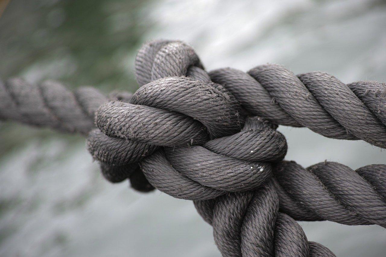 ロープ結びつける